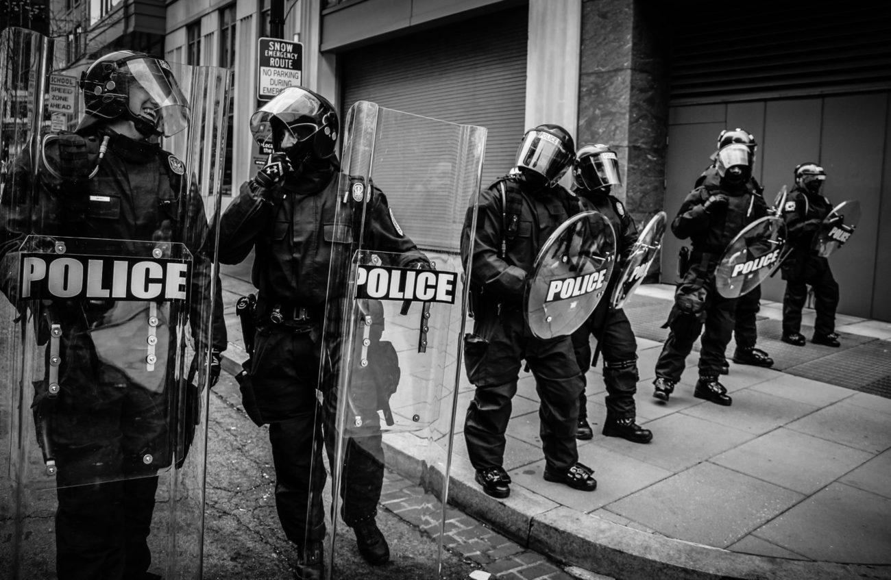 Amerikanische Riot Police am lachen